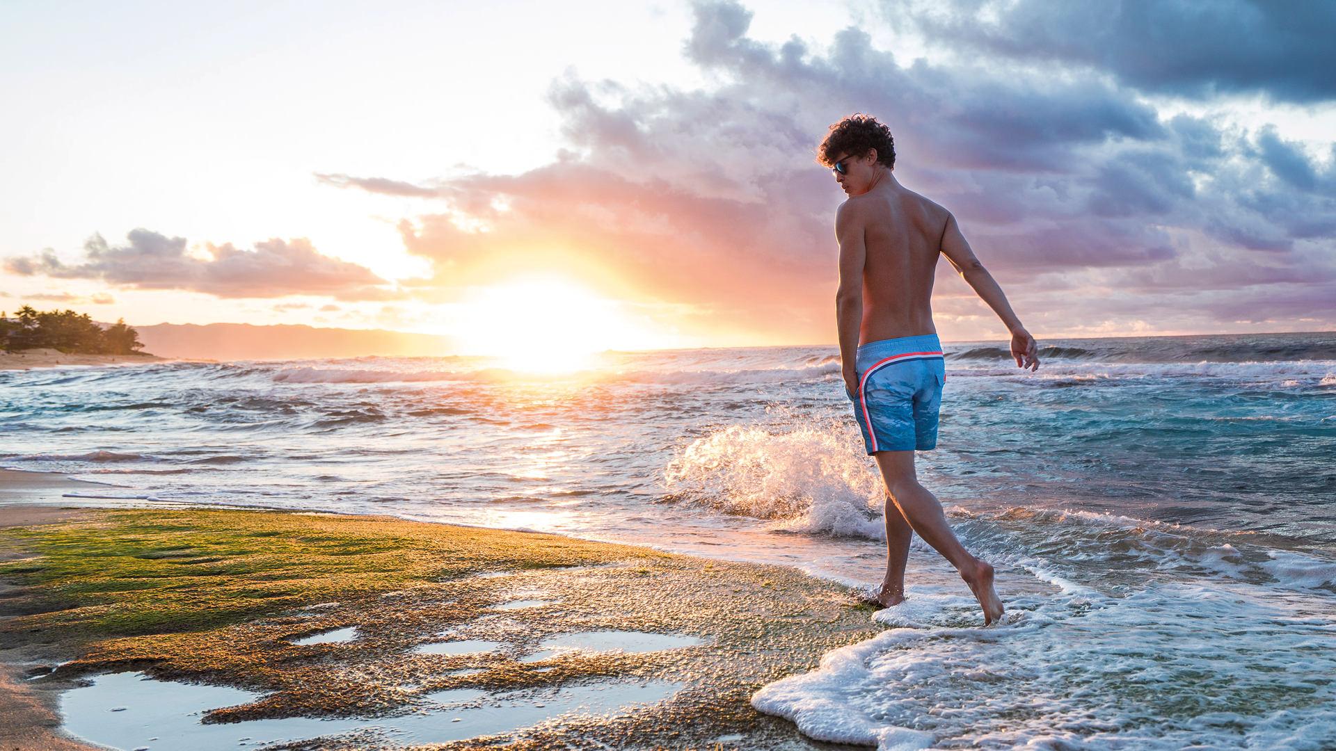 Moda mare uomo, gli slip e i costumi da bagno per il 2017